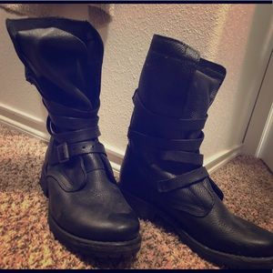 Black Steve Madden Banditt combat boots